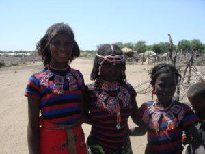 Jeunes filles de la tribu Afar dans le désert du Danakil, Éthiopie