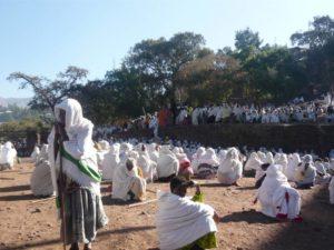 Prière le dimanche matin à Lalibela, Éthiopie